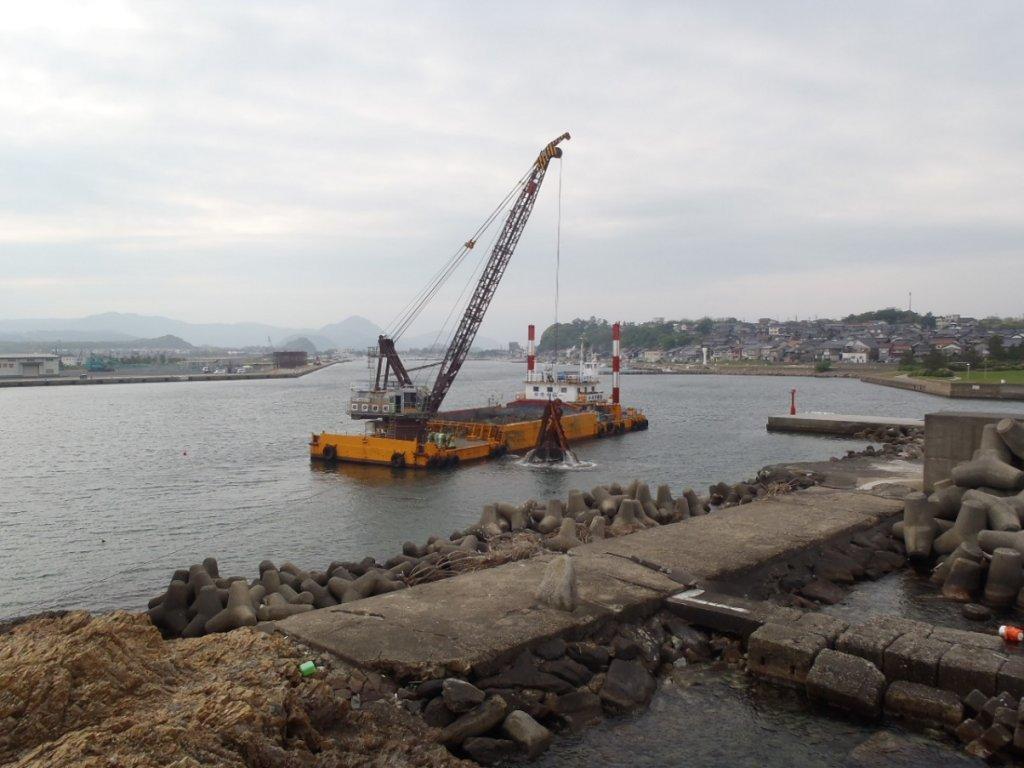 鳥取港災害復旧応急工事(航路浚渫2工区)