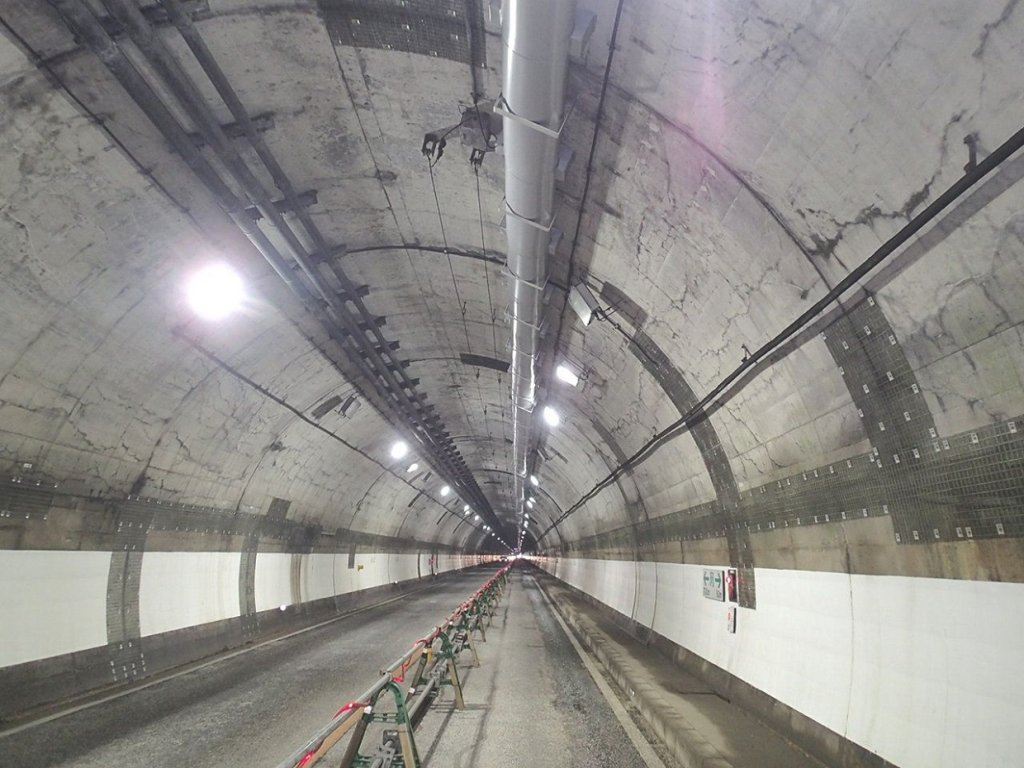 国道53号智頭トンネル外情報ボックス耐火防護工事